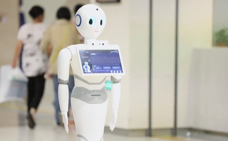 Robot prevodilac pomaže turistima